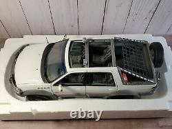 AutoArt 1999 Ford Himalaya Expedition 118 Scale Diecast Pickup Truck SUV White