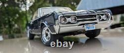 Custom Highway 61 1/18 Scale 1967 HURST Oldsmobile 442 1/504 WithDisplay Case MINT