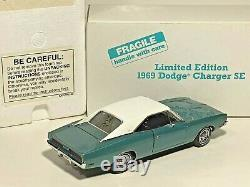 Danbury Mint 1969 Dodge Charger SE Limited Edition Serial # 821 124 scale