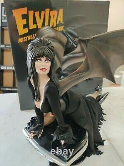 Enesco Grand Jester Studios Elvira Mistress of the Dark 14 Scale Statue OpenBox