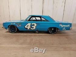 Franklin Mint Richard Petty 1967 Plymouth Belvedere GTX 124 Scale Diecast Car