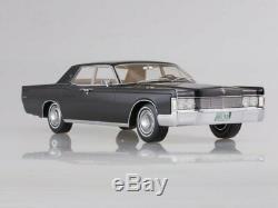 Scale model car 118 Lincoln Continental, black, 1968