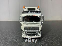 Tekno Hawkins Logistics Volvo Fh04 Globetrotter XL 150 Scale Limited Edition